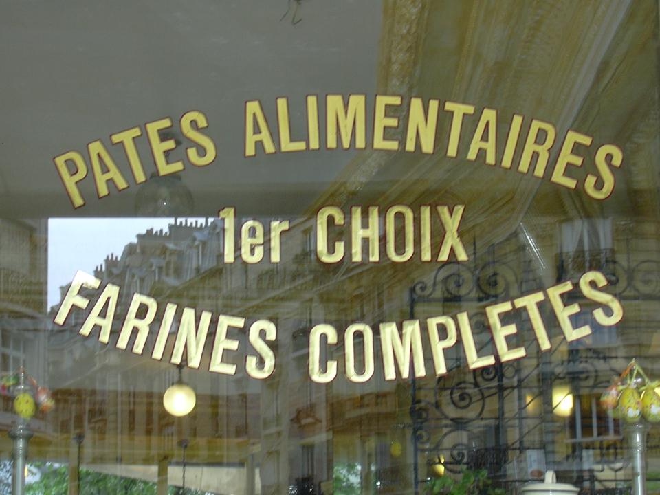 Textes en Or sur vitrine pates alimentaires