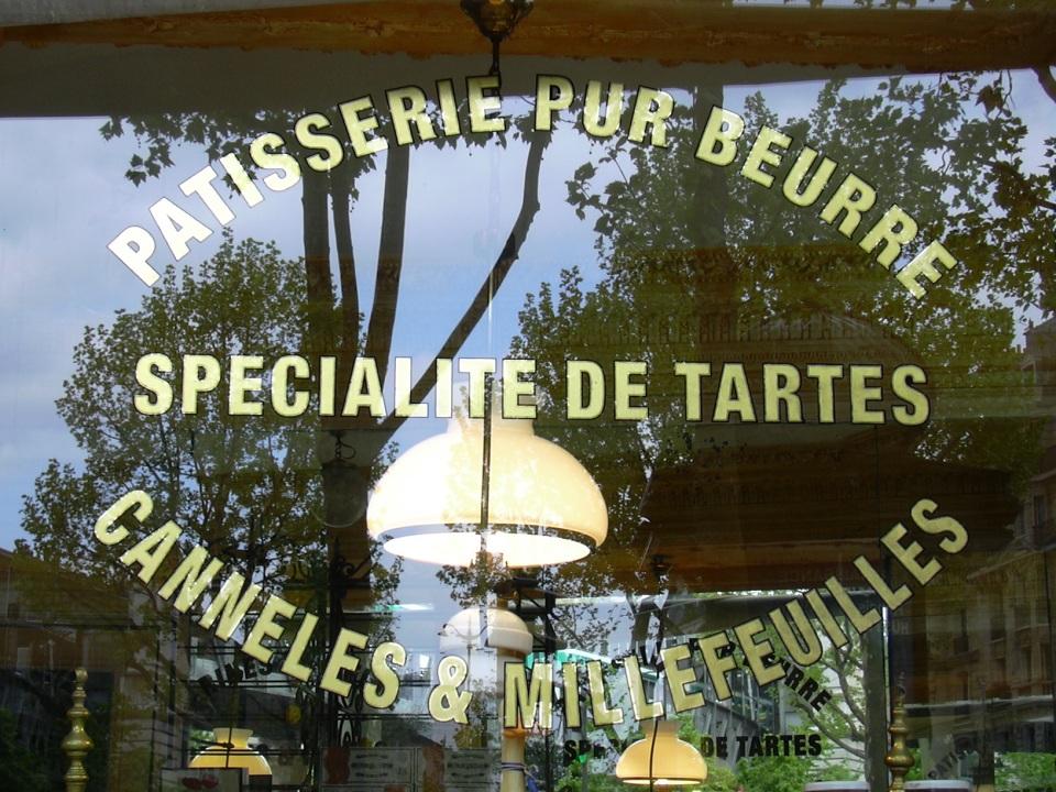 Textes en Or sur vitrine Patisserie pur beurre