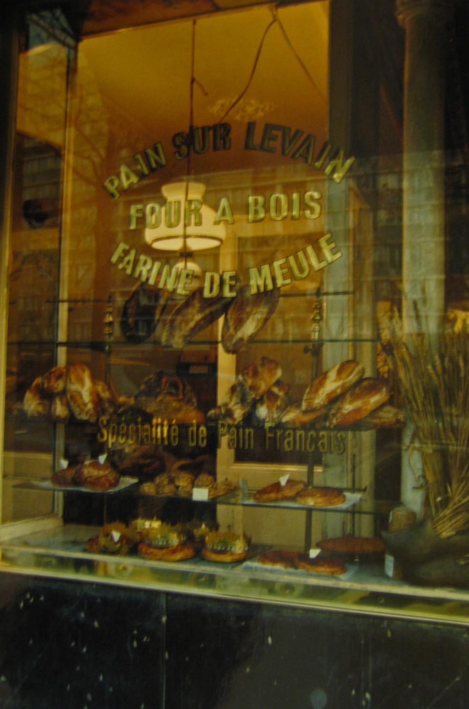 """Boulangerie """"Le Moulin de la Vierge"""" Lettres sur vitrine"""