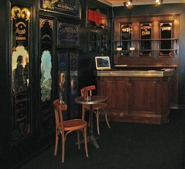 vue sur comptoir - Stand Salon du Patrimoine 2003