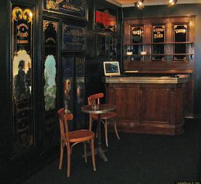vue sur comptoir en zinc salon du patrimoine 2003